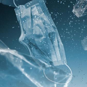 Le masque facial de la campagne save the ocean coule dans le remix media de l'océan