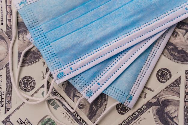 Masque médical sur l'argent. protection contre l'épidémie de coronavirus