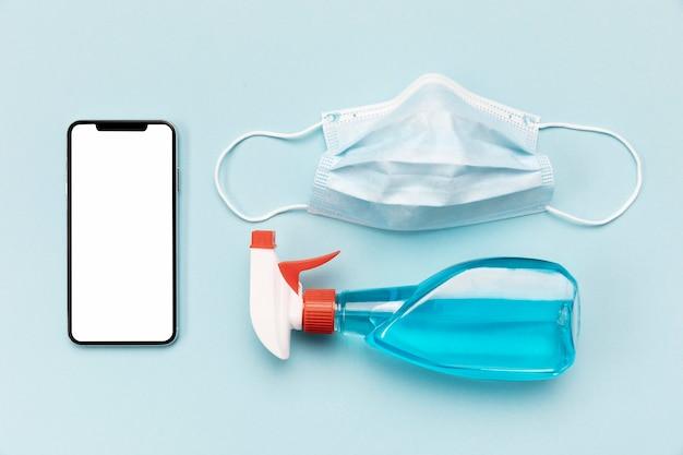 Masque médical vue de dessus avec téléphone vierge