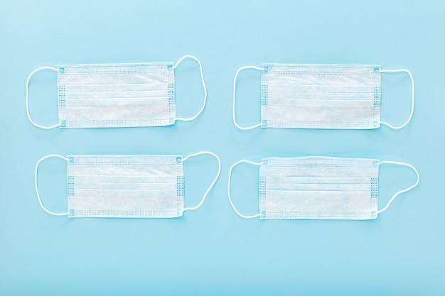 Masque de protection médical sur bleu