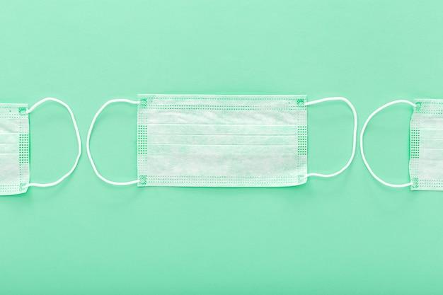 Masque de protection médical isolé sur vert