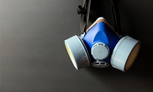 Masque respiratoire closeup filtre à cartouche industriel produit chimique de sécurité anti-poussière sur fond noir