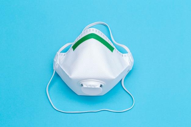 Masque de sécurité isolé sur bleu. concept de protection