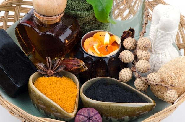 Masque visage au charbon de bambou, curcuma, huile de coco et miel