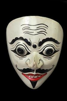 Les masques spéciaux indonésiens sont souvent utilisés lors d'expositions d'art