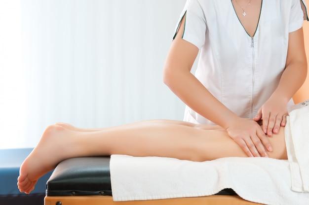 Massage des jambes pour réduire la cellulite et préserver une apparence saine