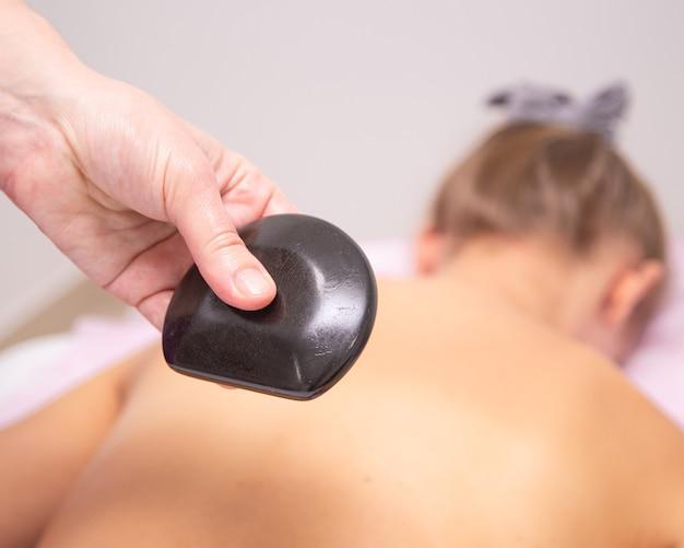 Massage noir roche volcanique chauffée pierres de rivière de basalte chauffées