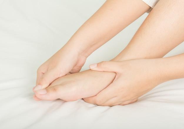 Massage des pieds et de l'huile spa et peau