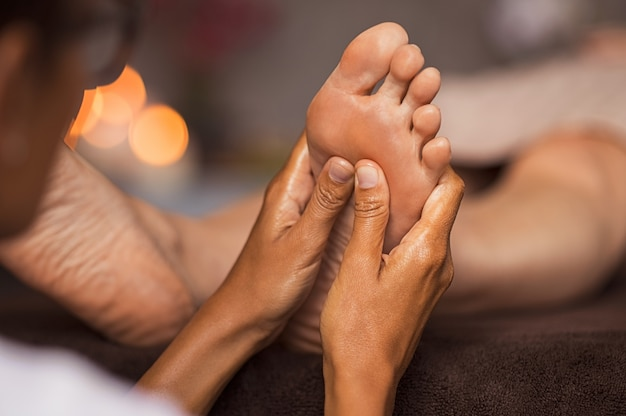 Massage de réflexologie plantaire