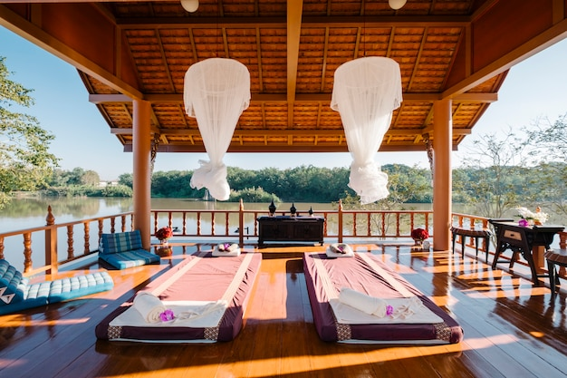 Massage thaïlandais de luxe dans le pavillon