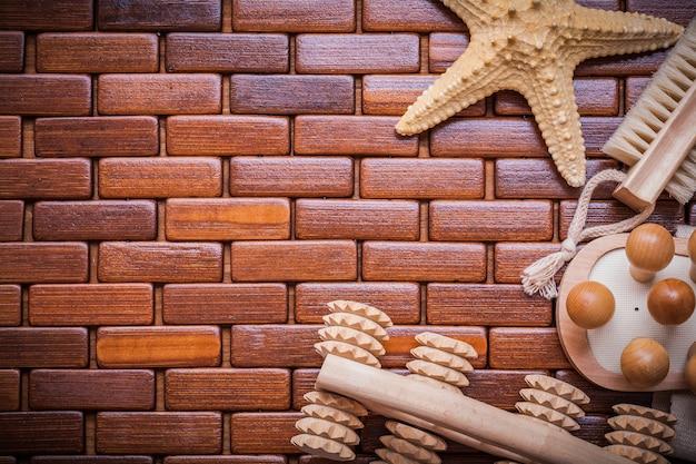 Masseurs en bois d'étoile de mer et brosse de bain