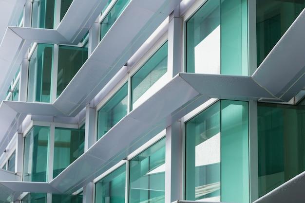Matériau composite d'aluminium (acm) extérieur d'un immeuble de bureaux, revêtement inflammable.