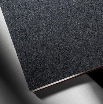 Matériau texturé noir de marque gros plan