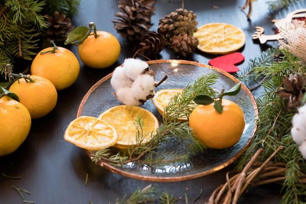 Matériaux écologiques pour la fabrication à la main d'une décoration artisanale pour noël
