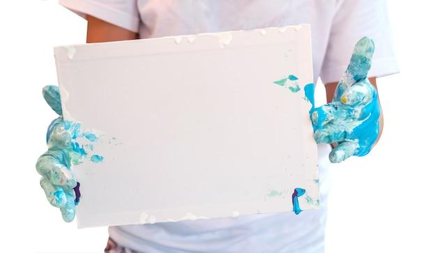 Matériel de coloration et de peinture. éducation et art créatif pour enfant. découpe avec chemin. retour au fond de l'école. isolé sur blanc.