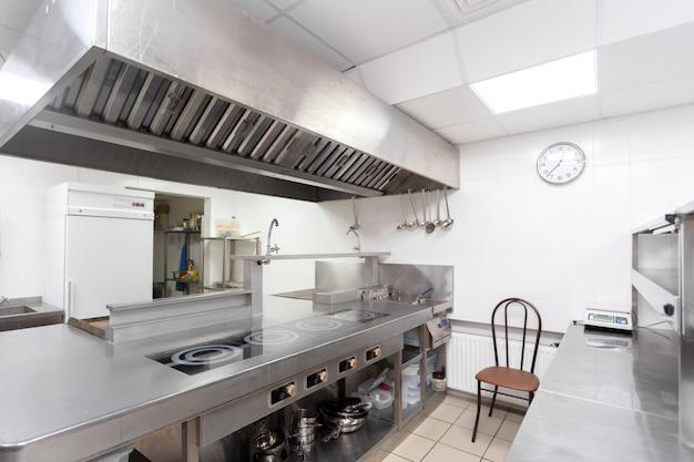 Matériel de cuisine moderne dans un restaurant