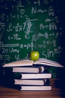 Matériel éducatif, tableaux et livres
