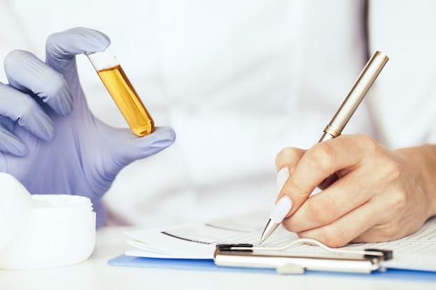 Matériel et expériences scientifiques. médecine douce.