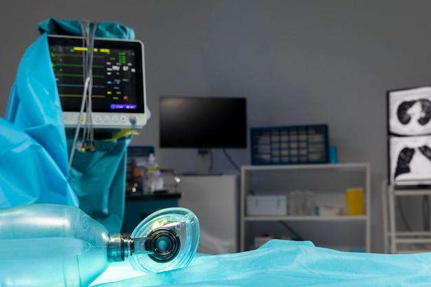 Matériel hospitalier pour intervention chirurgicale