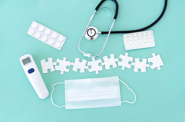 Matériel médical et pièces de puzzle
