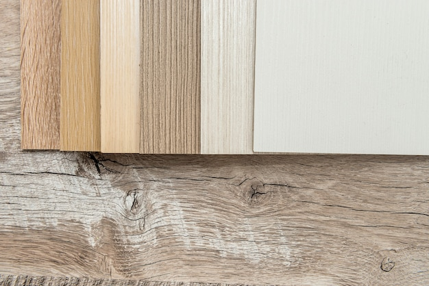 Matériel de mobilier échantillonneur pour la conception ou la décoration intérieure catalogue de couleurs de bois comme texture ou motif. lame de sol pour l'industrie