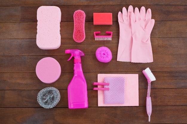 Matériel de nettoyage de couleur rose