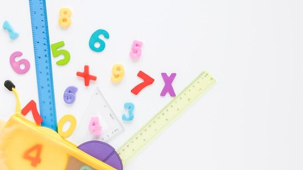 Mathématiques avec des nombres et copie espace