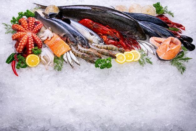 Matière première de fruits de mer avec vue aérienne sur la glace.