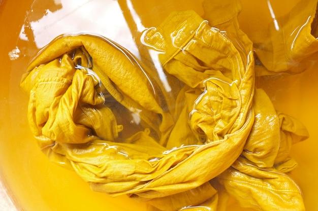 Matière première pour la teinture naturelle de couleur jaune