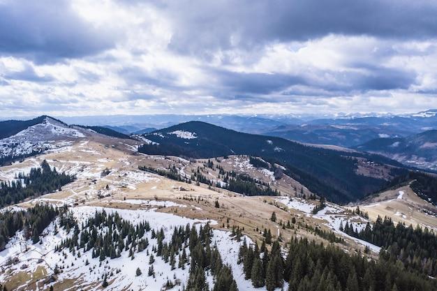 Matin dans les montagnes. carpates, ukraine, europe monde de la beauté