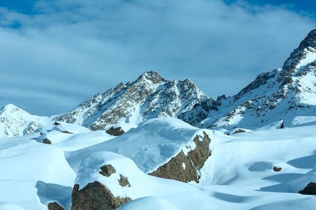 Matin hiver paysage des alpes de silvretta. station de ski silvrettaseilbahn ag ischgl, tyrol, autriche.
