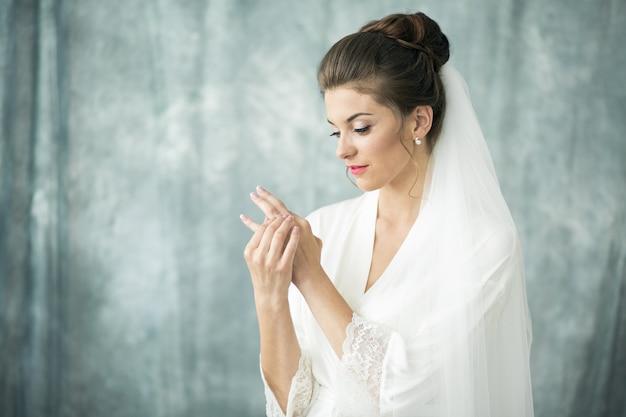 Matin de la mariée, préparant la cérémonie