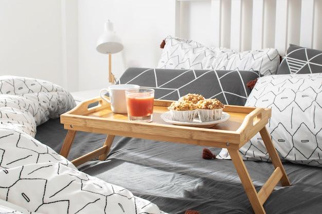 Matinée agréable - petit déjeuner au lit