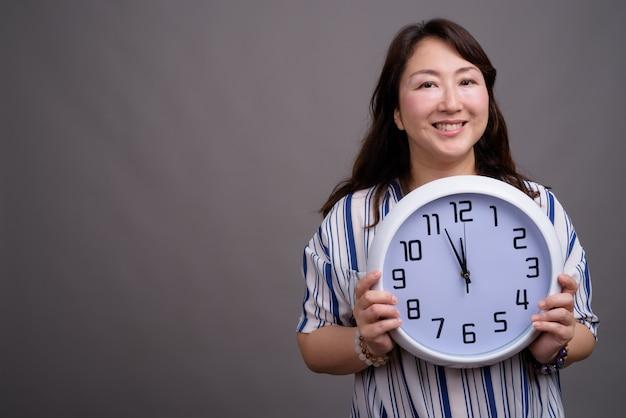 Mature belle femme d'affaires asiatique