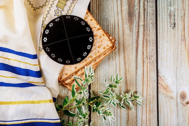 Matzoth de fête célébration matzoh pain juif pâque kippa et tallit