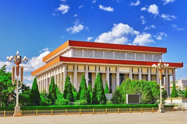 Mausolée de mao zedong sur la place tiananmen - la troisième plus grande place du monde, pékin. chine.