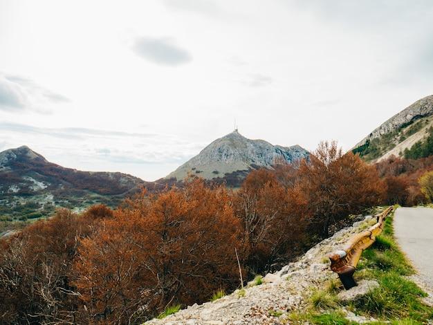 Mausolée de njegos sur le mont lovcen au monténégro su aérien