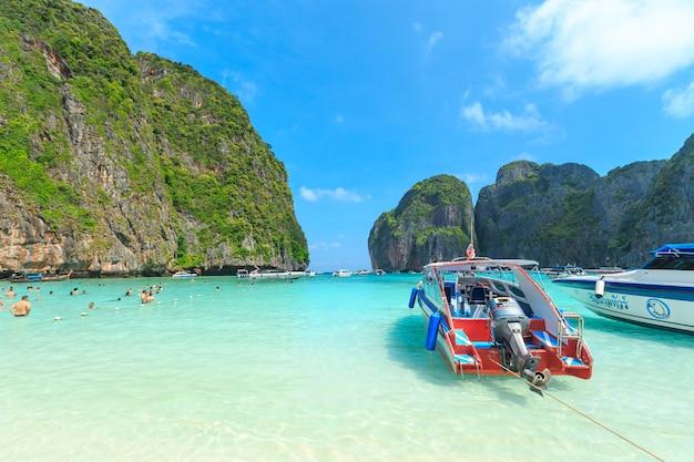 Maya bay, l'une des plus belles plages de la province de phuket en thaïlande.