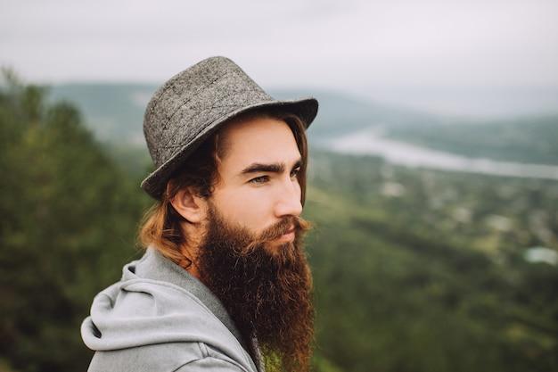Mec barbu sérieux