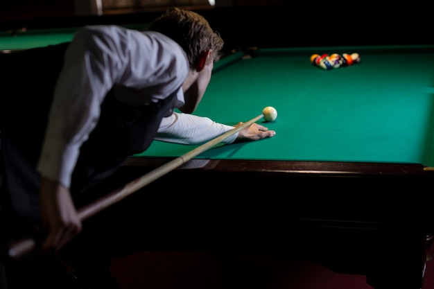 Mec moyen tirant queue de billard