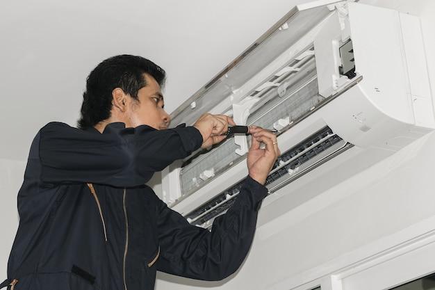 Mécanicien de la climatisation