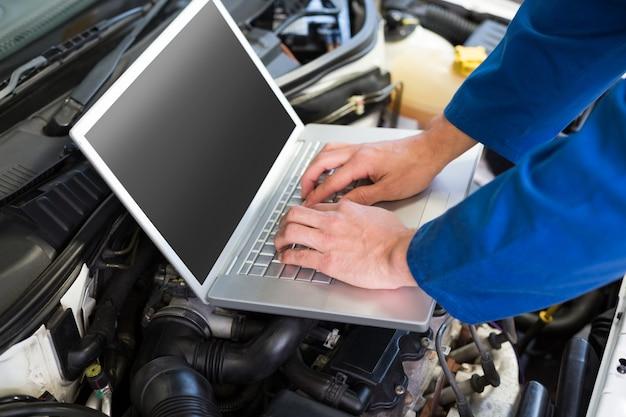 Mécanicien, utilisation, ordinateur portable, voiture