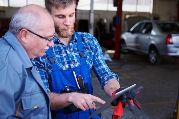 Mécanique vérifiant un planning dans un atelier