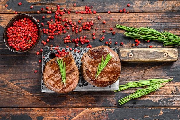 Médaillons steaks du filet de bœuf. . vue de dessus.