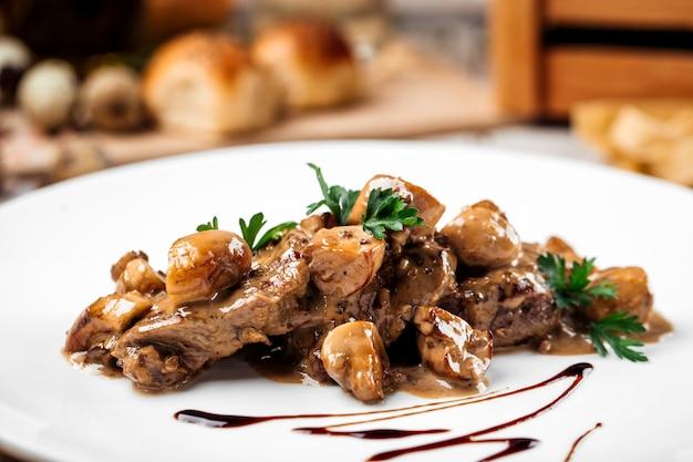 Médaillons de veau gourmet aux champignons