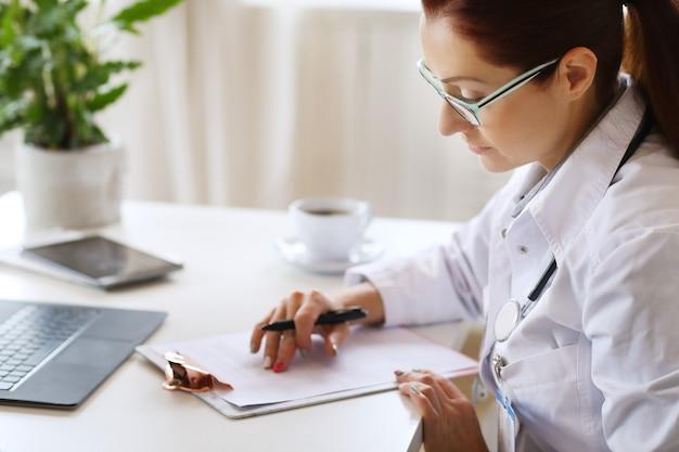 Médecin au travail