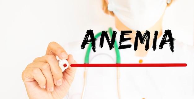 Médecin, écriture de texte anemie avec concept médical de marqueur
