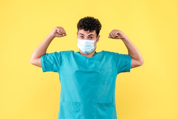 Médecin de face, le médecin est sûr de pouvoir guérir le patient atteint de coronavirus