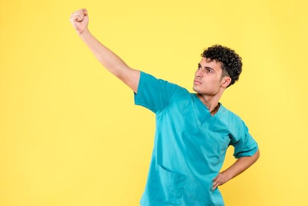 Médecin de face, le médecin est sûr qu'il guérira les patients atteints de coronavirus