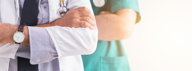 Médecin hôpital professionnel personnes services de santé services personnes large bannière horizontale pour le fond.
